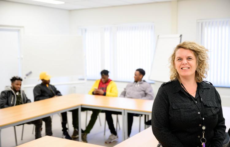 Programmabegeleider Annelies Slings in het leslokaal