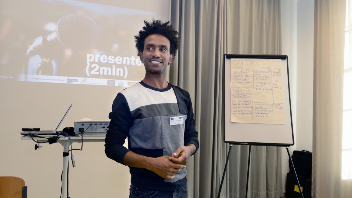 Deenemer Voorwerk training geeft presentatie op arbeidsmarkt