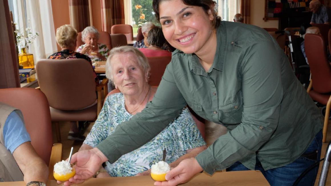 Veel asielzoekers doen graag vrijwilligerswerk in een woonzorgcentrum