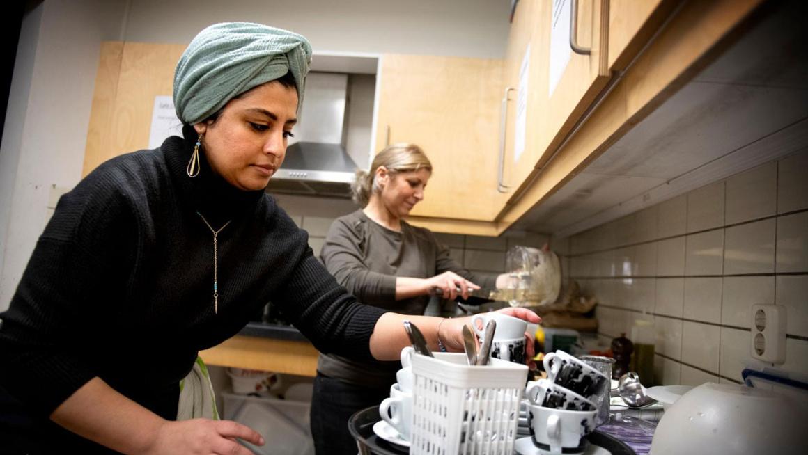 Sadeya Barakat in de keuken van het lunchcafe