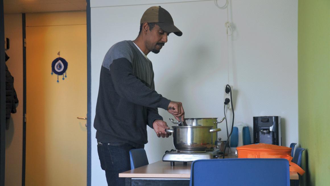 Bewoner kook op zijn kamer