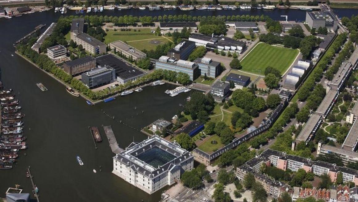 luchtfoto van het Marine Etablissement in Amsterdam