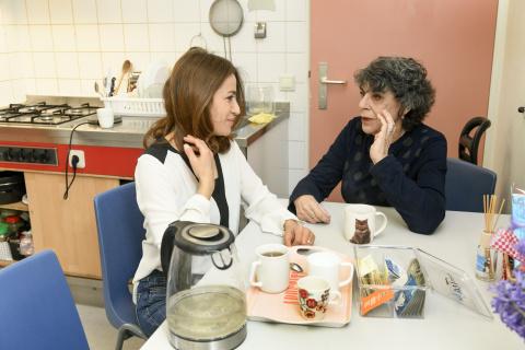 Randa Awad en Hanneke Groenteman in azc Utrecht